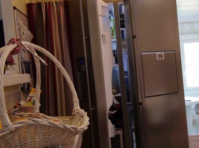 Nettoyage et dégivrage d'un réfrigérateur congélateur à la vapeur