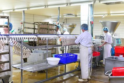 Nettoyage de cuisine industrielle dans l'industrie agroalimentaire avec un nettoyeur vapeur aspirateur injection extraction