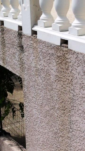 Nettoyer les crépis et les moisissures de la maison à la vapeur