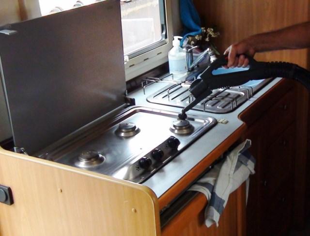 Nettoyer la carrosserie et les jantes d 39 une voiture for Nettoyer la semelle d une centrale vapeur